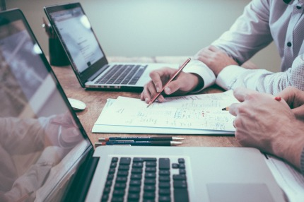 Teamwork with MacBooks
